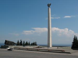 obelisk-slavi-30-letiya